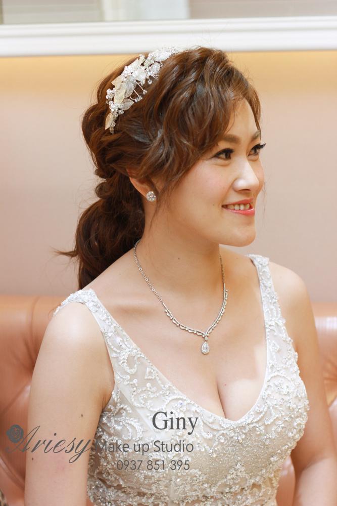 Giny,台北新娘秘書,新秘,清透妝感,蓬鬆盤髮,新店京采,歐美手工飾品,鮮花造型,編髮,旗袍造型