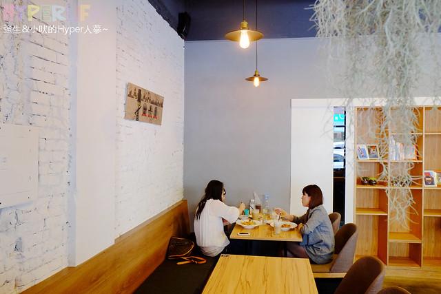 下午茶,台中,台中勤美附近餐廳,咖啡,咖啡廳,地址,早午餐,營業時間,美村路,義大利麵,複合式餐廳,西式甜點,這里,雜貨,電話,餐廳,鬆餅,麵包 @強生與小吠的Hyper人蔘~