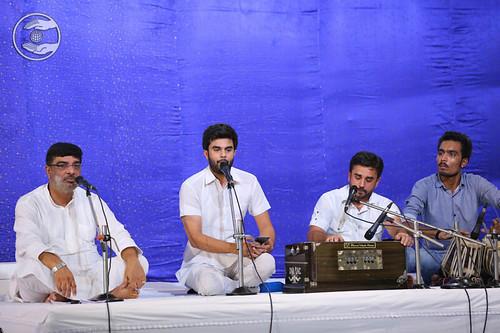 Devotional song by Narinder and Saathi from Sant Nirankari Colony, Delhi