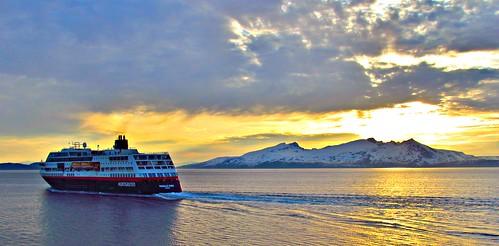 norway hurtigruten mstrollfjord skjervoy