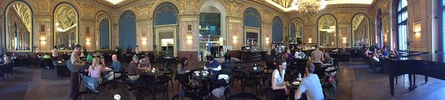 S__4997167到地窖餐廳吃午飯,這裏的服務生都穿中古世紀衣服