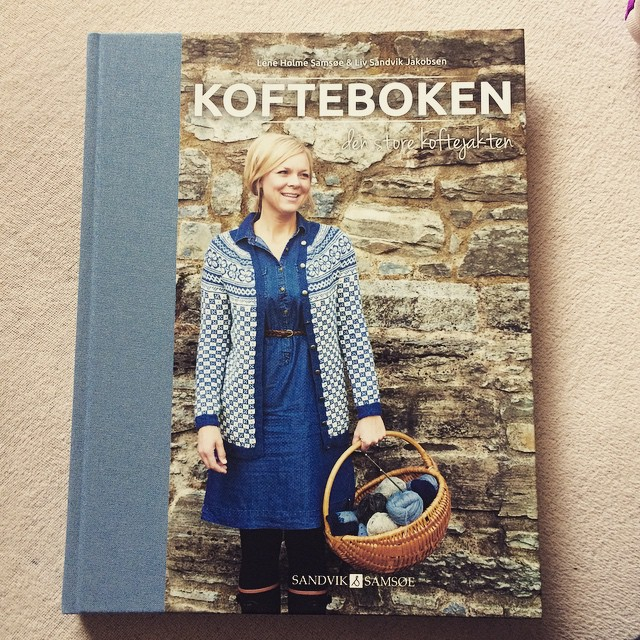 My MIL is crazy! Amazing, but crazy! Thank you @grannypoppins  ❤️❤️❤️❤️❤️❤️❤️ #kofteboken #knitting #knittstagram #knittersofinstagram #knittingbook