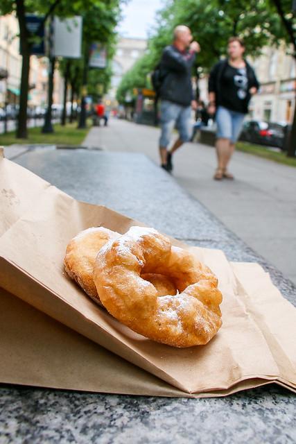 Yummy freshly-fried doughnuts, Saint Petersburg, Russia サンクトペテルブルク、揚げたてのふわふわドーナツ