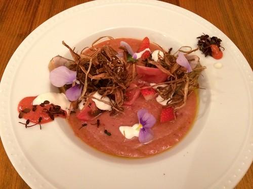 鰹のスモーク、苺のガスパチョ。 ごぼうのフリット、マスカルポーネ@tokiya