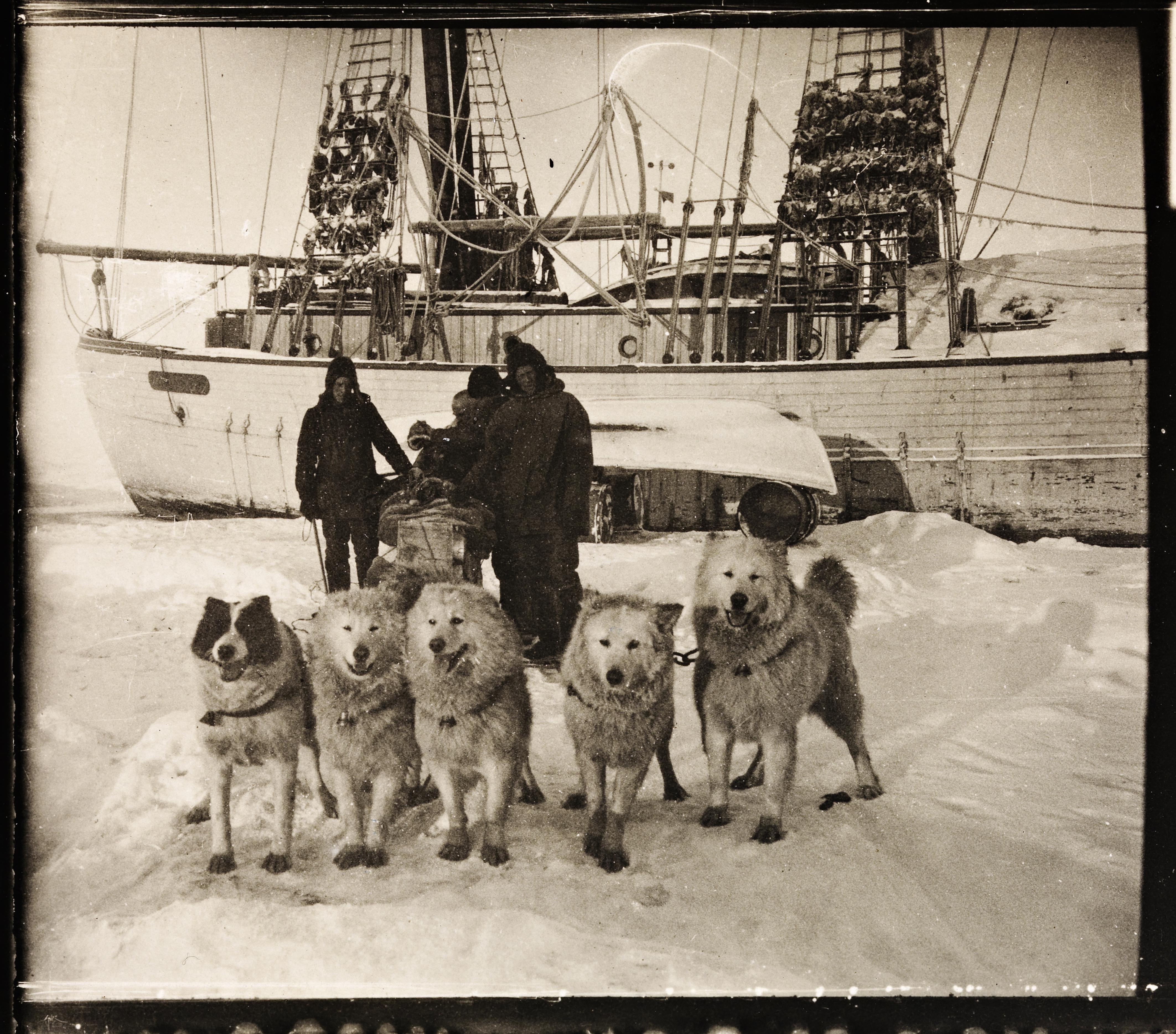 NPRA2960. Helmer Hanssen, Gennadij Olonkin og Emanuel Tønnesen drar avsted til Kolymsk