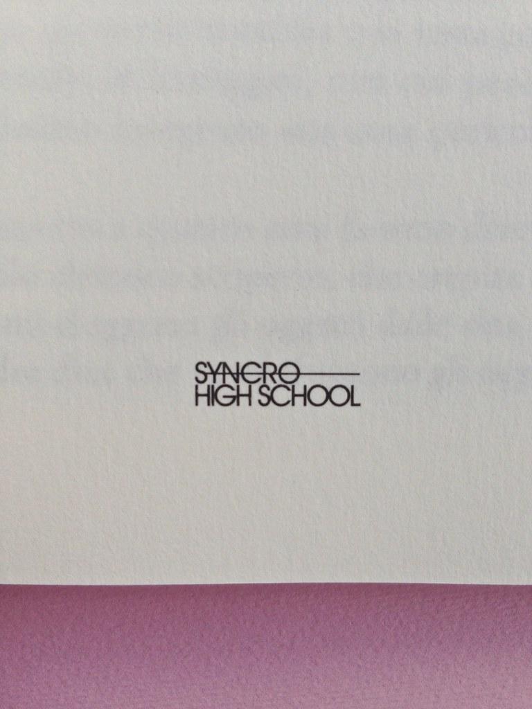 Greco moderno, di Nikos Petrou. Syncro High School 2015. Progetto grafico di Syncro Groove; alla cop. fotog. col. di Vasilis Tsarnas. Frontespizio, a pag. 3 (part.), 2
