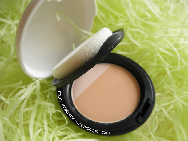 The Body Shop MoistureWhite Bright Compact Foundation SPF25 Compact
