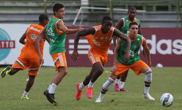 Fluminense completa dia de treino com trabalho técnico no campo
