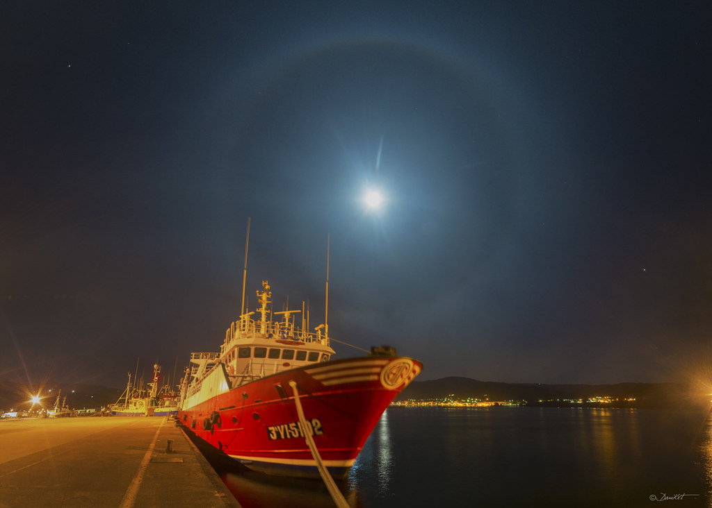 Luna con Halo de 22º en el Porto de Celeiro por Dani Caxete