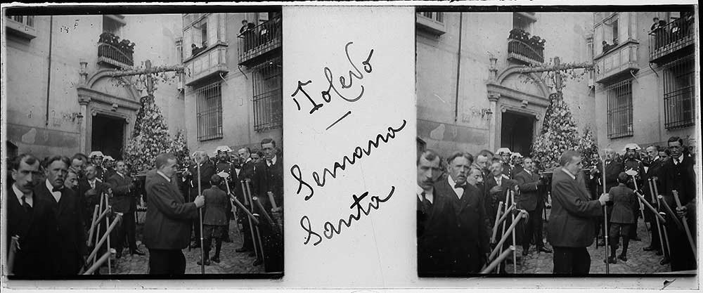 Procesión de Semana Santa en Toledo hacia 1915. Fotografía de H.B. © Fototeca de Instituto del Patrimonio Cultural de España (IPCE), signatura HB-0043_P