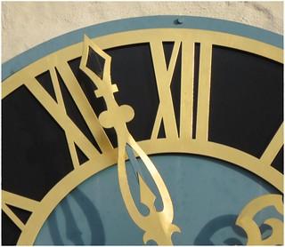 Dettensee: Belltower - Kirchturmuhr - Zifferblatt - dial-plate - clock face. SX60 - 1365 mm - Full optical zoom, 65x zoom, handheld.