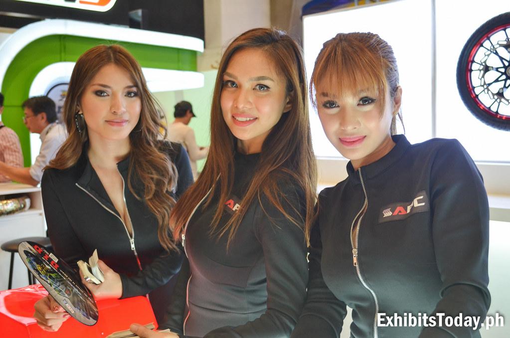 Jahziel Manabat with her fellow APC Models Nathalie Hayashi and Bianca Peralta