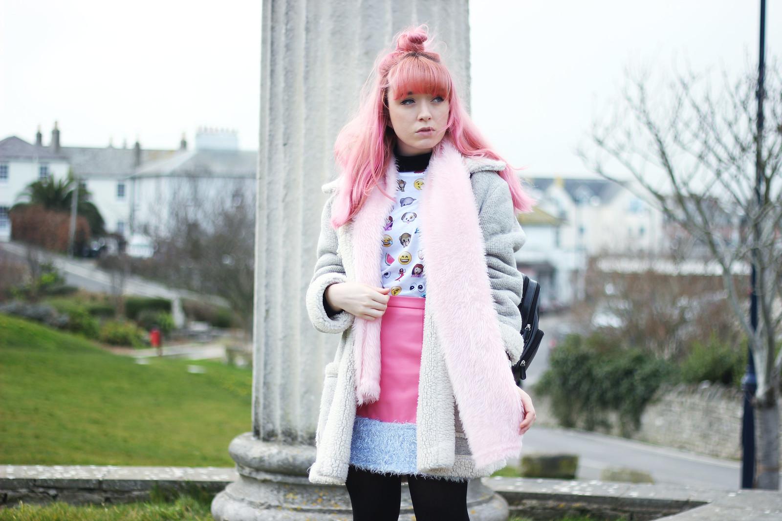 emoji-tshirt-blogger-outfit