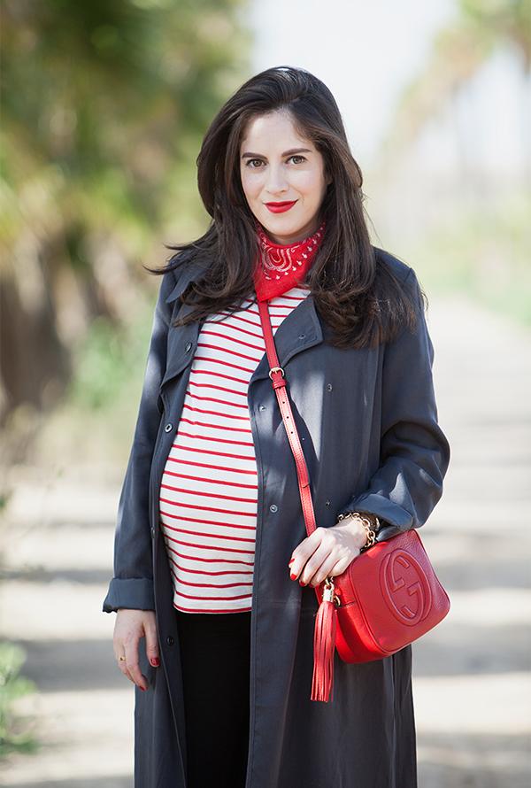 אופנה, בלוג אופנה, הריון, שבוע 36, חולצת פסים, בנדנה, ג'קט טרנץ', דר משיח, הריון בסטייל, בגדי הריון, מגפונים, תיק אדום, תיק גוצ'י, pregnancy, 36 weeks, style the bump, maternity outfit idea, gucci disco bag, bandana scarf, stripe shirt, israeli fashion blogger