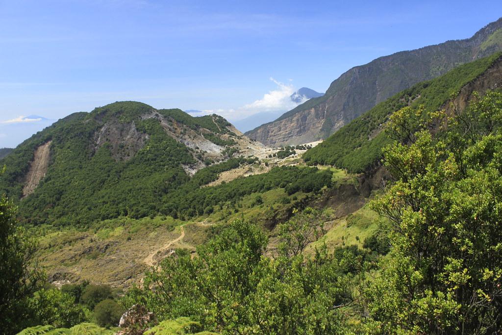 Jalur Trekking Papandayan