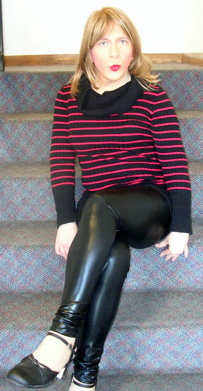 Red/black jersey sweater and leggings