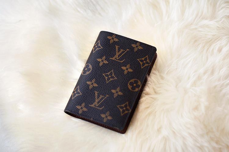 Myydään Louis Vuitton Käsilaukku : Passikotelo louis vuitton uimapuvut ja alusvaatteet