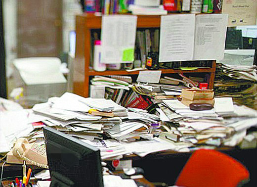 杂乱的办公桌