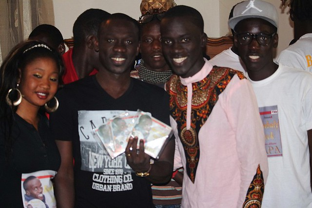 Bambaly en compagnie de Pape Diouf avec ses CD-BorderMaker