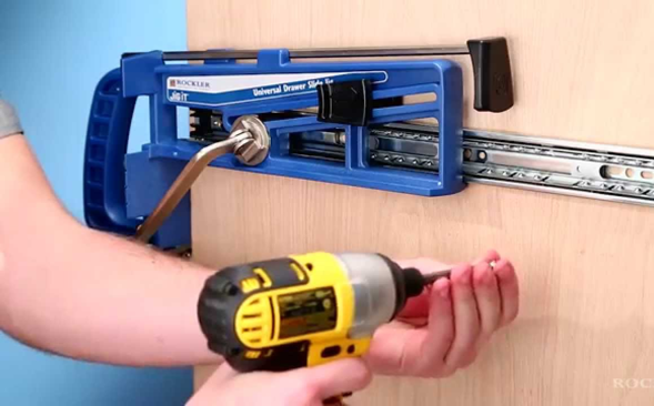 The user can hold the jig in place using the ergonomic handle