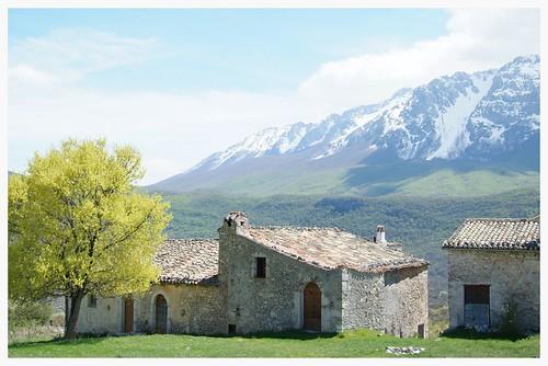 Pagliare di Tione and Mount Sirente - Italian Appennines