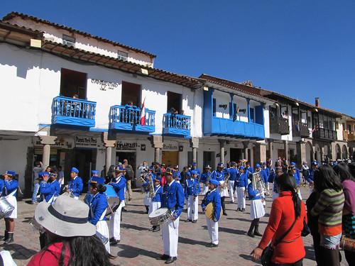 Cusco: la Plaza de Armas et le défilé dominical