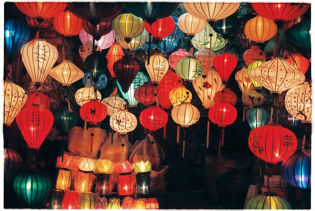 > Lanternes construites et en vente à Hoi An.