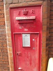 Cuckoo Lane, Coventry - red post box - VR - CV1