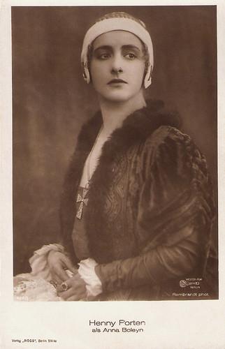 Henny Porten in Anna Boleyn (1920)