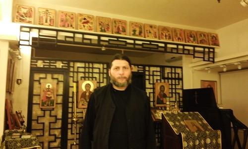 現任香港東正教教區來自俄羅斯的Father Dionisy,東正教沒有規定神父不可結婚