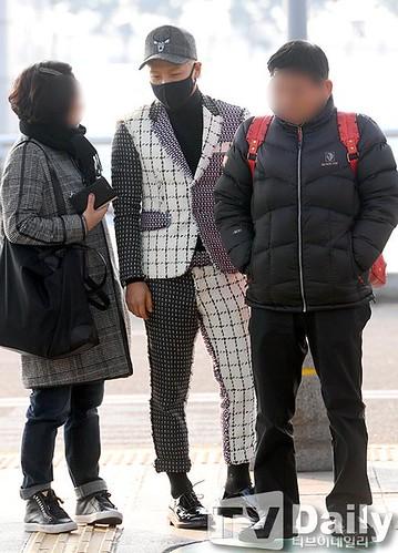 Tae Yang - Incheon Airport - 09jan2015 - TV Daily - 01