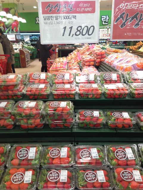 Lotte Mart strawberries