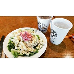 @cbtlph Chilled Spicy Chicken Pasta Salad. :-) Everything I want is here: chicken, pasta, salad. Yum! ???? #happykid #CBTL #chilledspicychickenpastasalad #freeicedtea #lunch