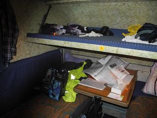 На подводную лодку похоже. Три спальных места. Таких кубриков здесь несколько.