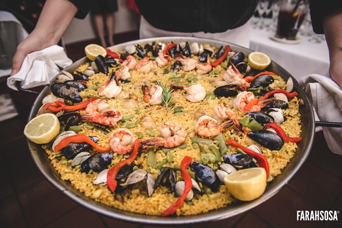 out comes the paella mixta.