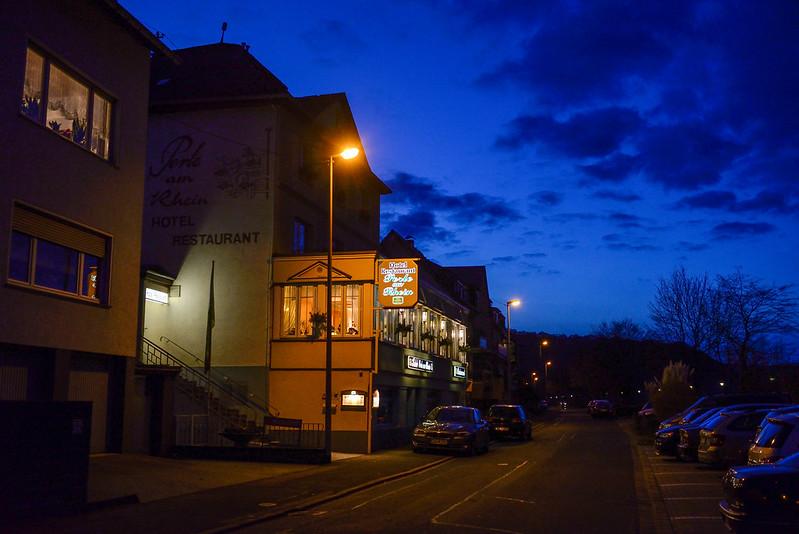 【Perle am Rhein】兼營餐廳和 Hotel,用餐時間還蠻多人的