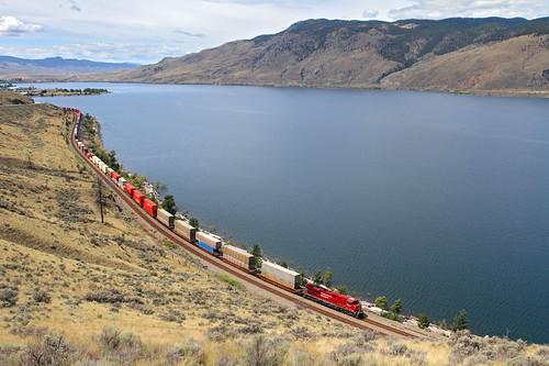 railroad lake canada train britishcolumbia locomotive canadianpacific cp ge containers savona es44ac intermodaltrain savonalake