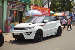auto show(0.0), automobile(1.0), automotive exterior(1.0), range rover(1.0), sport utility vehicle(1.0), vehicle(1.0), automotive design(1.0), range rover evoque(1.0), bumper(1.0), land vehicle(1.0), motor vehicle(1.0),