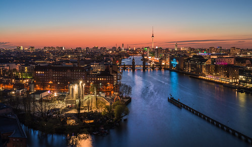 bridge sunset panorama berlin alex skyline river kreuzberg germany deutschland lights sonnenuntergang nightshot capital hauptstadt alexanderplatz fernsehturm twintowers bluehour fluss spree friedrichshain tvtower treptow lichter nachtaufnahme basf oberbaumbrücke blauestunde osthafen treptowers warschauerbrücke mediaspree warschauerstrase