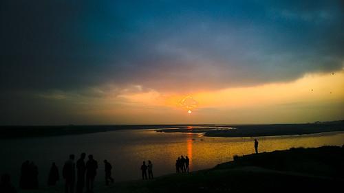 sunset people cloud sun reflection water river ray wave bangladesh hangout nodi rajshahi padmariver bankofpadmariverrajshahi padmagarden