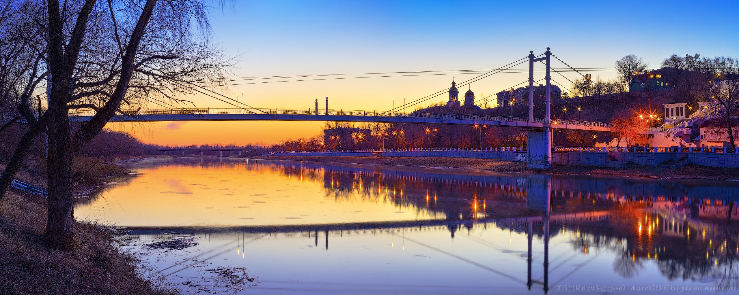 Пешеходный мост через Урал на закате. Оренбург. Фото.