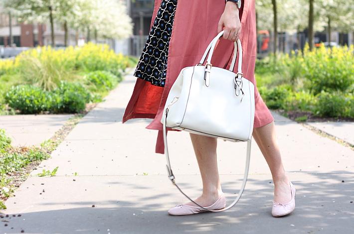 white handbag, Sam Edelman Felicia ballet flats, dusty rose Pimkie trenchcoat