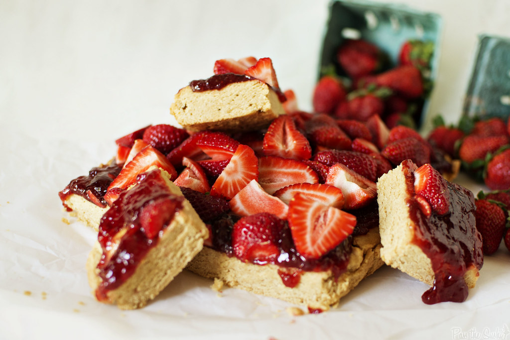 Strawberry Peanut Butter Bars | PasstheSushi.com