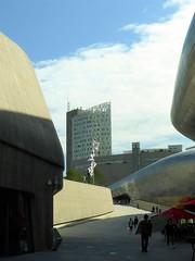 dongdaemun design plaza to the light