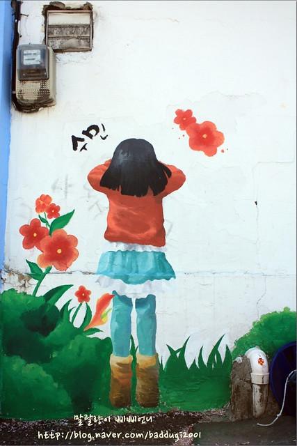 小女孩壁畫