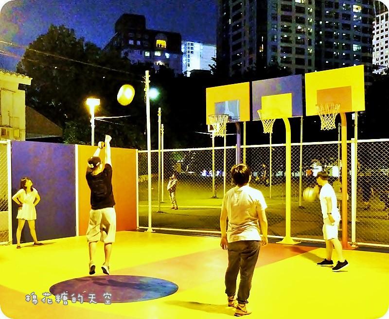 28608924326 b27f2b1565 b - 《台中活動》2016綠圈圈~城市裡的彩色運動場外加超創意一定讓人邊打邊笑18洞高爾夫唷-勤美術館、快來打球場+米尼葛夫俱樂部