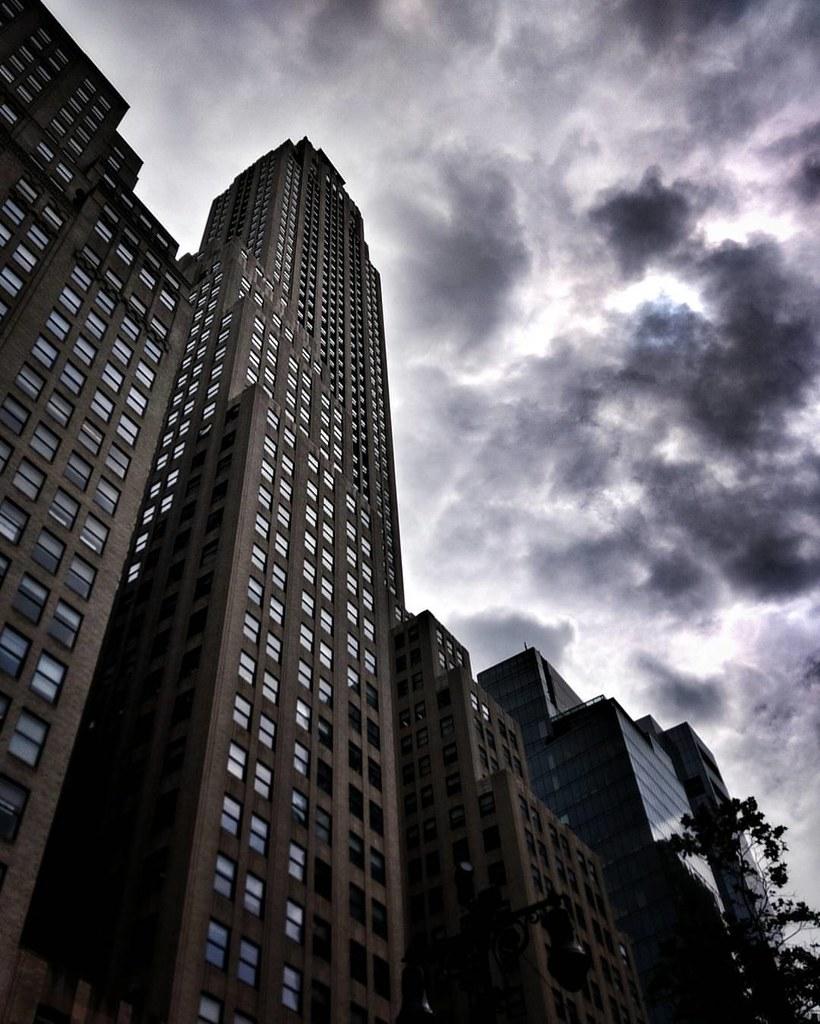 Dark sky  #Newyork #nyc #newyorkcity #manhattan #Photo #Photography #Travel #travelgram #trip #iloveny #ilovenyc #newyorkphoto #instacool #instanewyork #mynyc #bigapple #Architecture #archilovers #thebigapple #igers #newyorknewyork #narcitynewyork #likesf