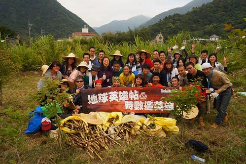 Timberland會員志工採收了十大袋甘蔗,戰果豐碩