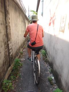 Very narrow alleyways