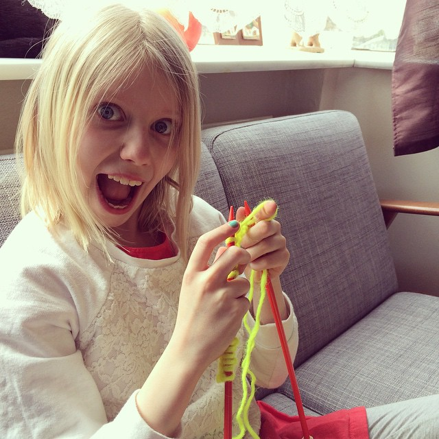 """Mom, can you teach me how to knit?"" ""YES I CAN!"" #knitting #tinyknitter #daughtersofknitters #parentingwin"